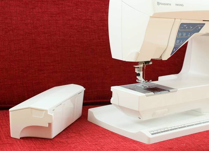 Removeable accessory box on the Husqvarna Viking Sapphire 930 sewing machine