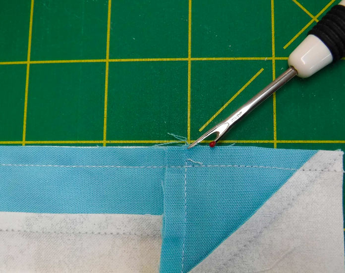 Loosen the threads in the seam allowance to allow the seam allowance to spin