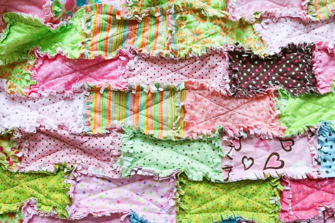 The exposed seams on the rag quilt are clipped