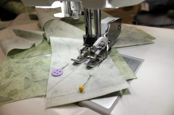 Using the Interchangeable Dual Feed foot to join the binding strips