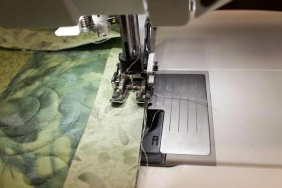 Using the Interchangeable dual feed foot to sew the binding on