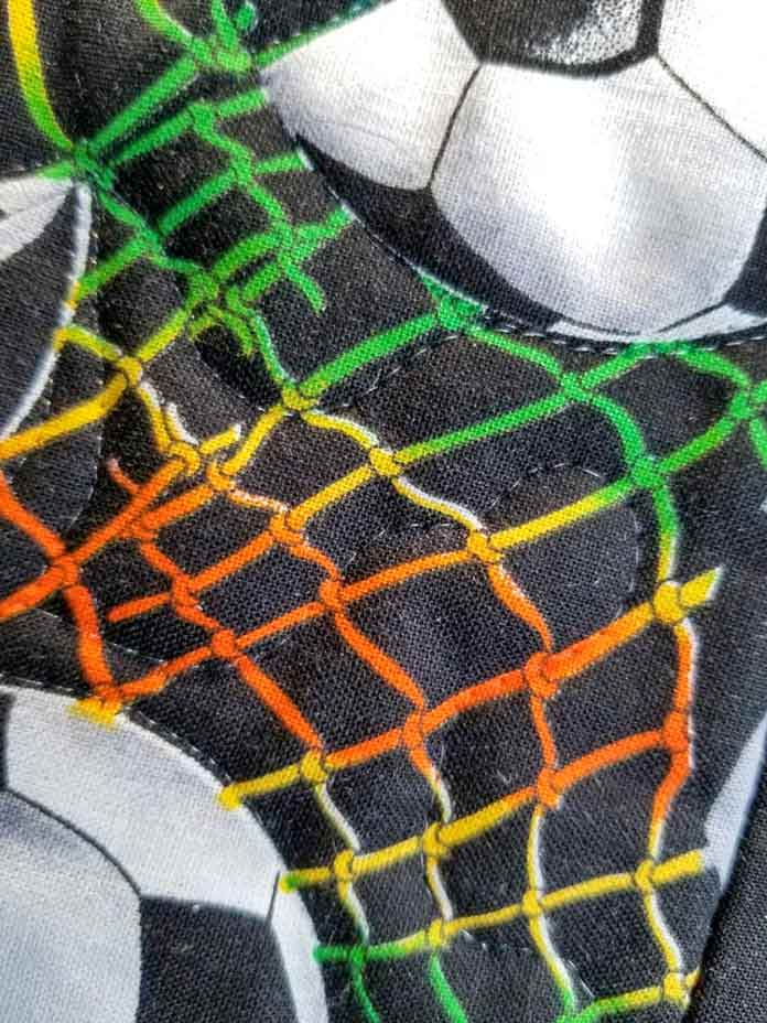 Meandering stitch using invisible thread