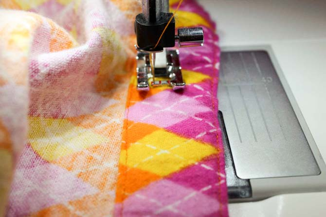 Sewing the four step zigzag through an elastic waistband