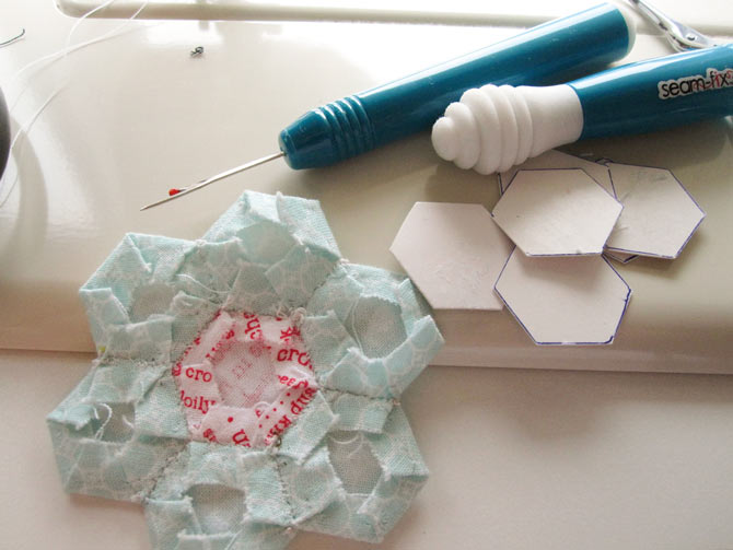 Remove the papers from the flower shape by removing the threads after the shape has been well pressed.