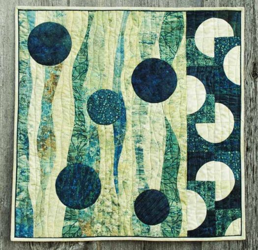 The finished Stonehenge Elements curve pieced quilt