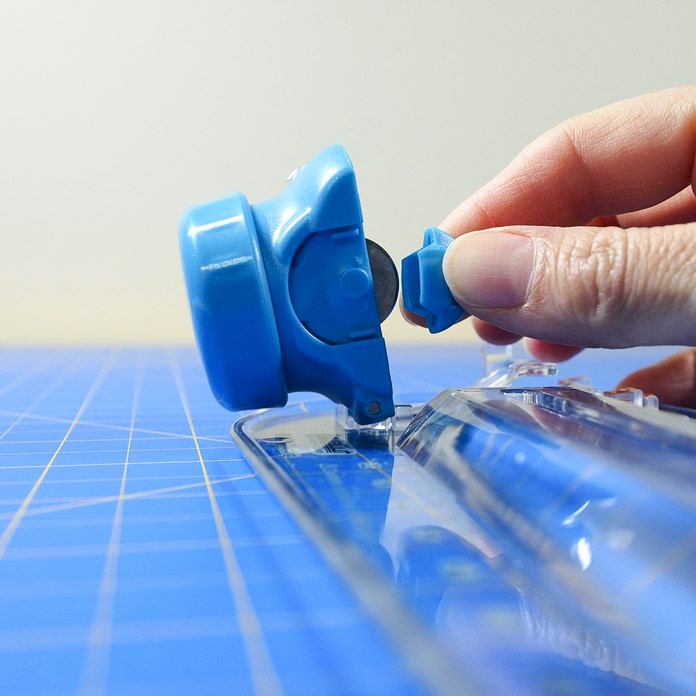 Remove protective blade cover before use