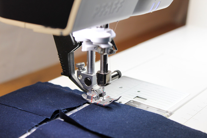 Precise piecing is possible and easy thanks to PFAFF creative icon's straight stitch needle plate and the integrated dual feed system.