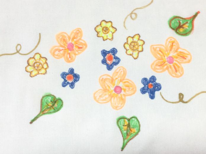 A simple floral doodle using FABRIC FUN Fabric Markers