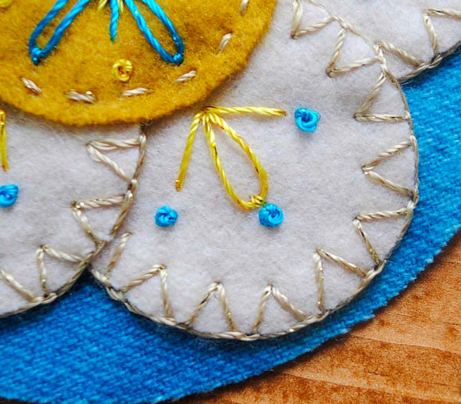 Closed blanket stitch with Dazzle thread from WonderFil