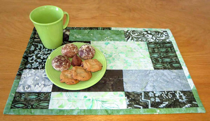 Making placemats using a modern disappearing 9 patch block