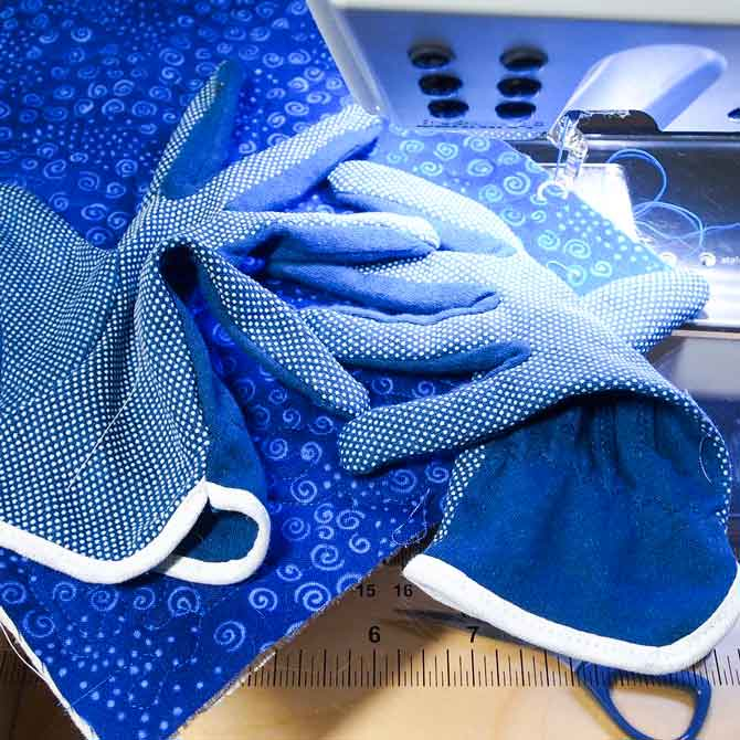 Quilting gloves for free motion quilting