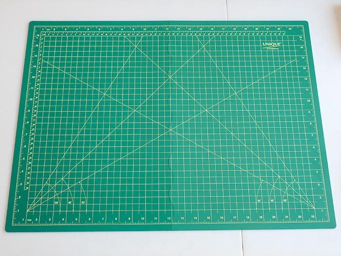 For home and away, the UNIQUE Folding Cutting Mat is the one to use. UNIQUE Folding Cutting Mat, UNIQUE Home Dye Catcher, Odif 505 temporary adhesive spray, Gütermann Cotton thread