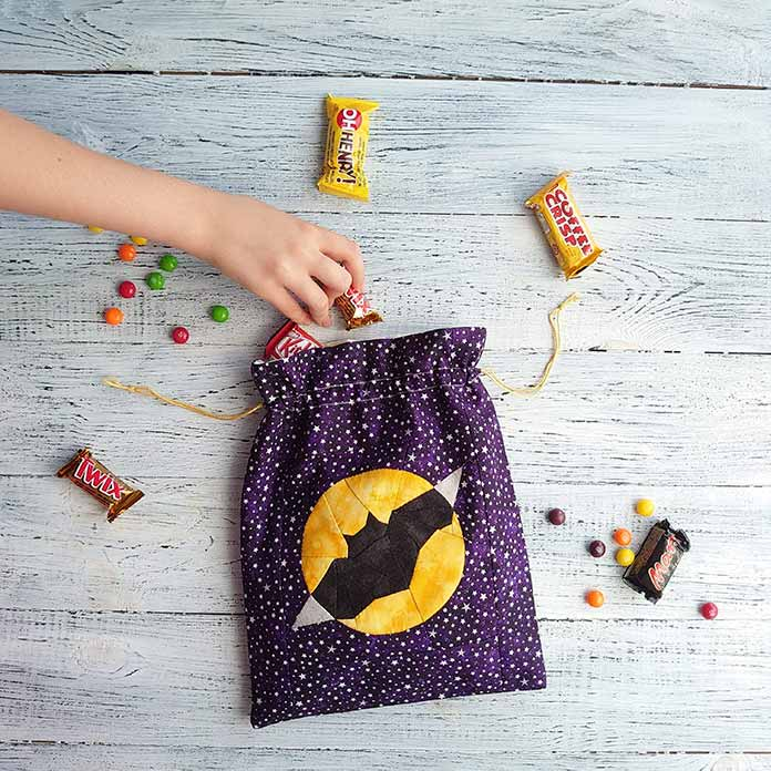 The Dracula Bat Candy Bag, so perfect for Halloween. This free pattern quilt block design is the third in a series for the Halloween season. It was also the 146th block in my 365 days quilt scraps challenge in 2019; Sewing Scrap Blocks with Character