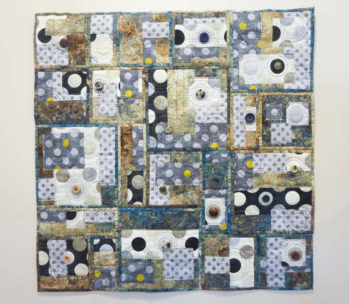 """Going Round in Circles raw edge applique quilt. Brother Innov-ís BQ3050 sewing and quilting machine, Mary Ellen's Best Press, Brother SA185 ¼"""" Piecing Foot with Guide, Brother SA125 ¼"""" Quilting Foot, Olfa square ruler, MuVit digital dual feed foot"""