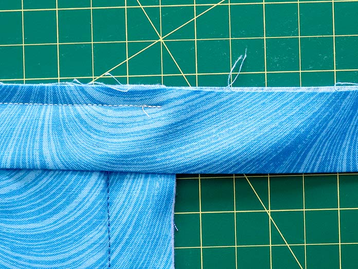 """The seam is sewn continuously until you arrive at ¼"""" away from the quilt's edge. Gütermann threads"""