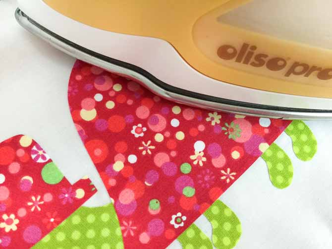 An Oliso iron on a turtle fabric block.