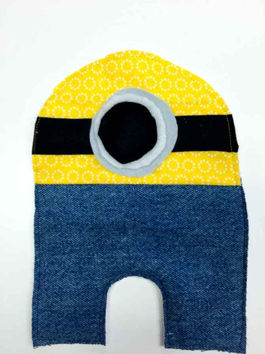 Minion mug rug