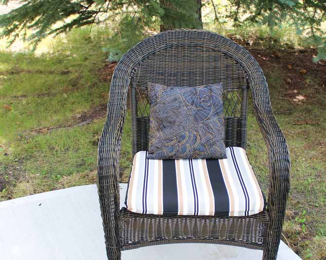 Patio cushion, WonderFil's 12wt Accent; #2121 Dark Gold
