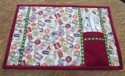 Finished placemat with cutlery pocket