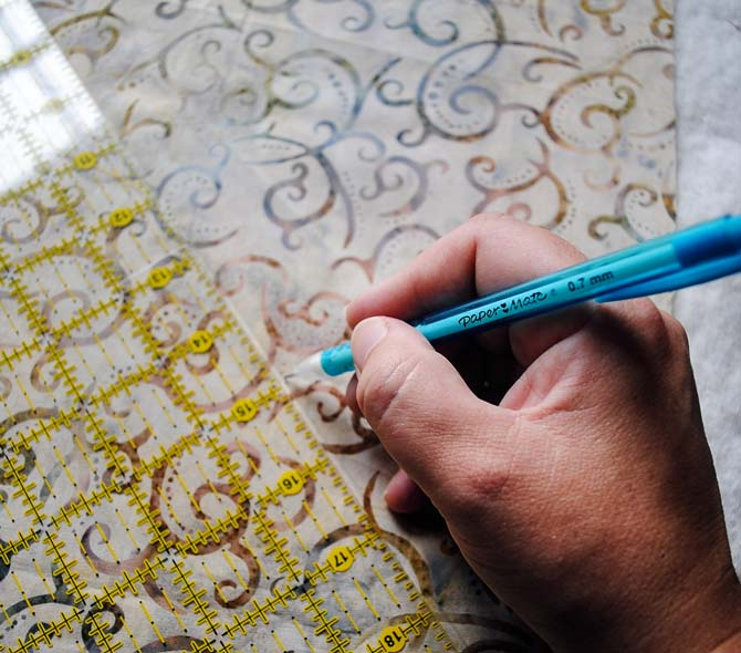 Marking quilting lines on the quilt top
