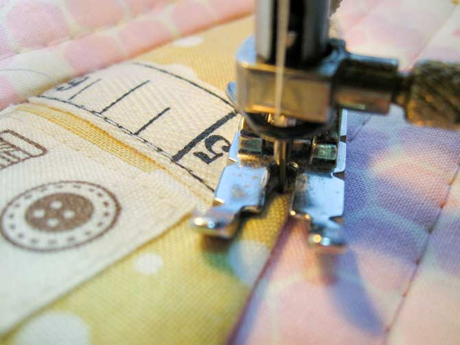 Sew the scissor holder using a ⅛ʺ seam allowance. Pass twice for extra hold.