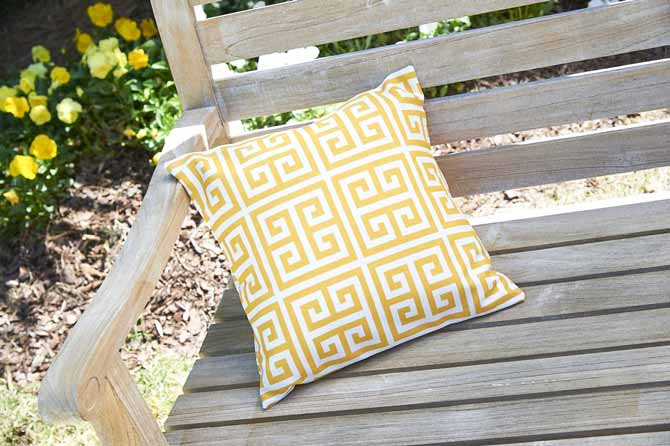 a simple square patio cushion using Coats Outdoor Thread