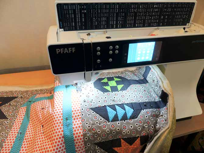 quilting the middle of the runner Performance 5.2 PFAFF sewing machine