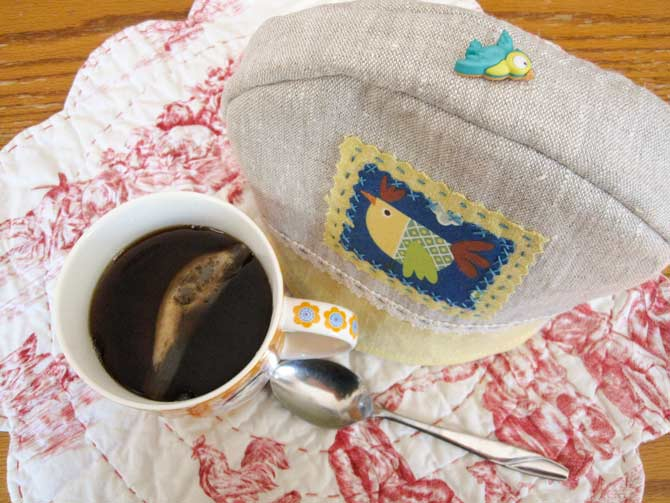 Finally! Piping hot tea for one, thanks to the pretty and practical zakka mug cozy.