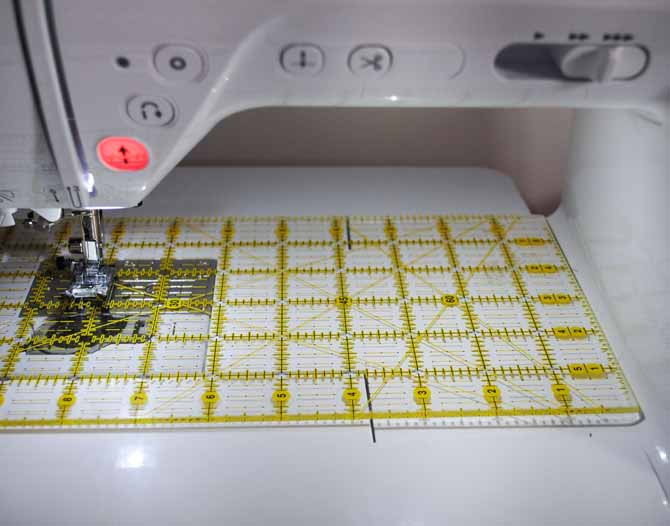The large throat of the NQ900 is wonderful for both piecing and machine quilting.