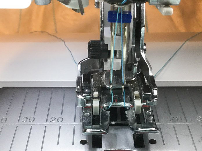Threaded machine with SCHMETZ twin needle and ready to go