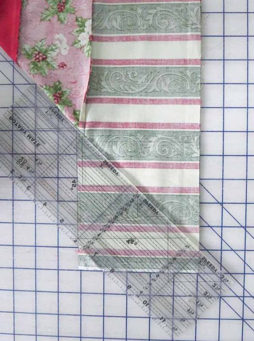 Draw the stitching line on the border fabric.