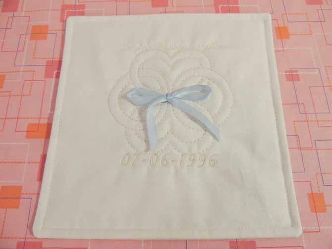 ¼ʺ top stitch around pillow edge