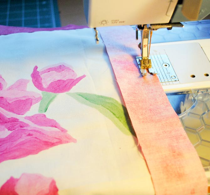 Using DecoBob to sew on the borders